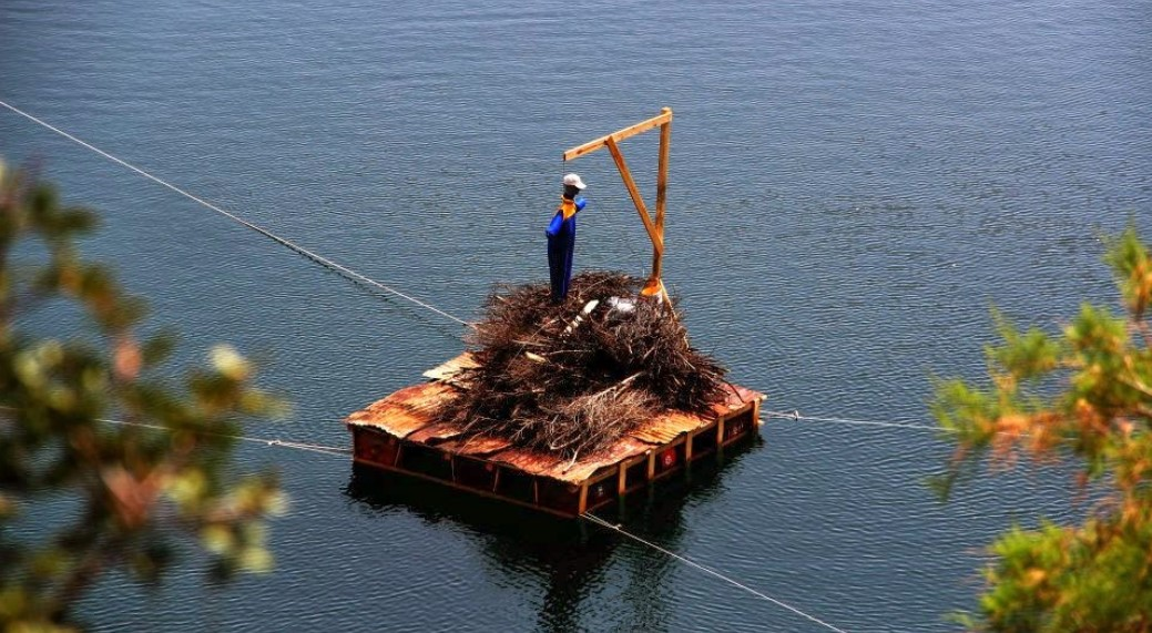 easter in agios nikolaos lake preparation